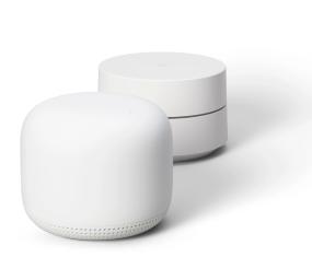 Produktbilde av et Google Wifi Nest-punkt med avrundede hjørner sammen med en Google wifi-ruter sm har flat topp.
